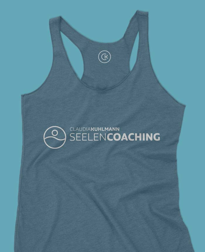 claudia-kuhlmann-seelen-coaching-shirt-mockup-petrol